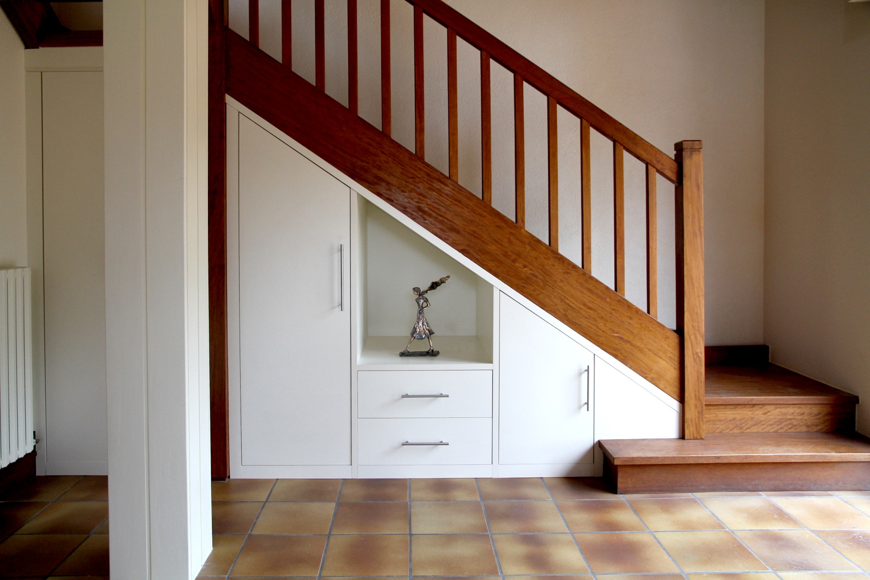 Mon amenagement placard sous escalier sur mesure Amenagement placard sous escalier